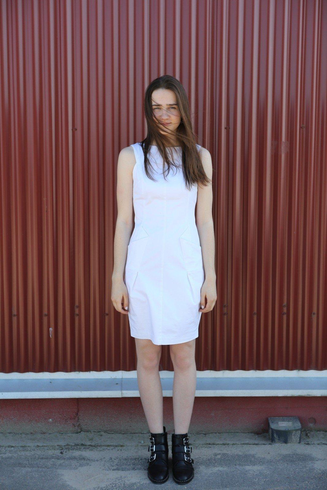 Balta suknelė be rankovių – 6 eurai