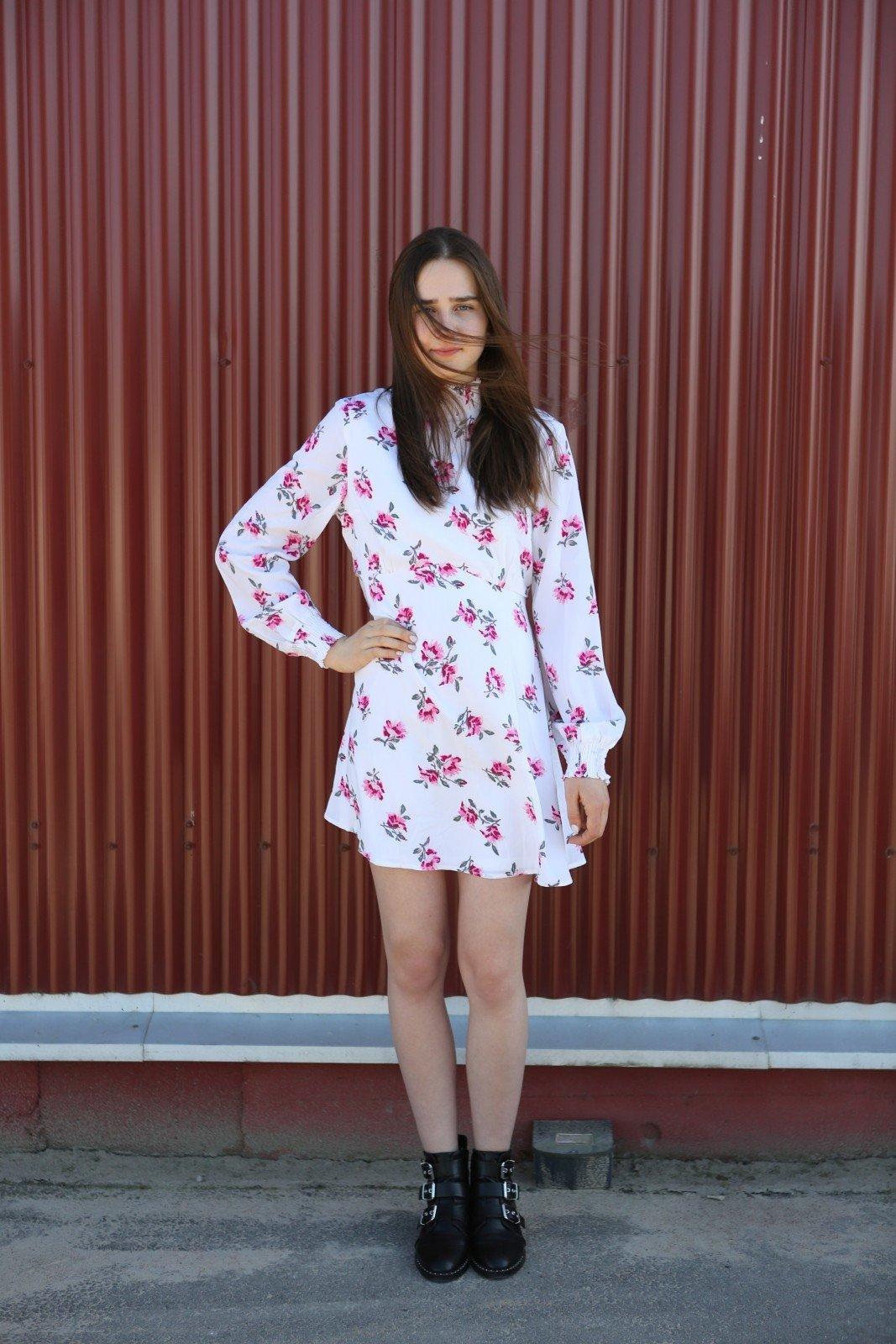 Gėlėta suknelė – 4 eurai